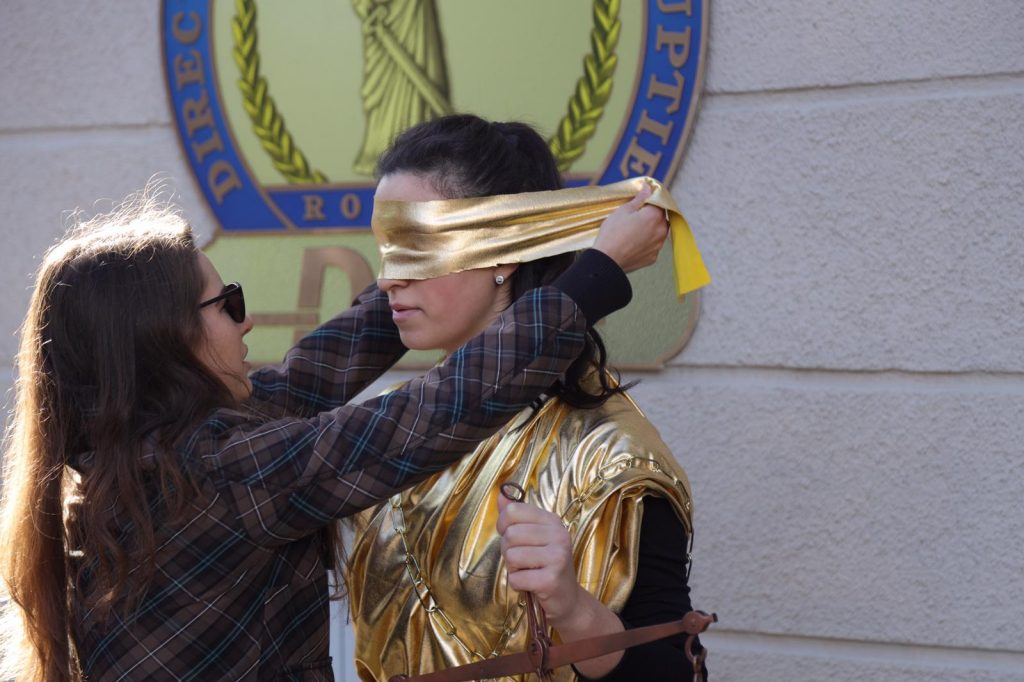 Protest la DNA, cu zeița justiției