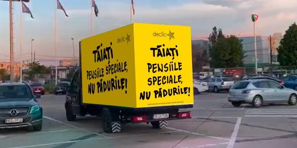 Panou video mare și galben din fața parlamentului